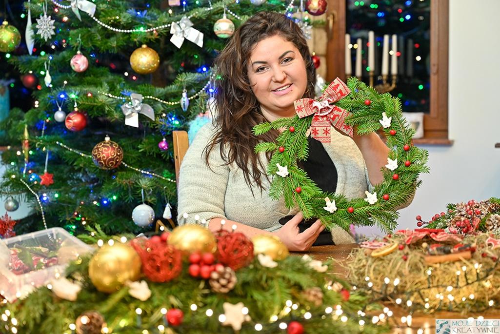 Jak zrobić wieniec świąteczny, wianek bożonarodzeniowy na drzwi