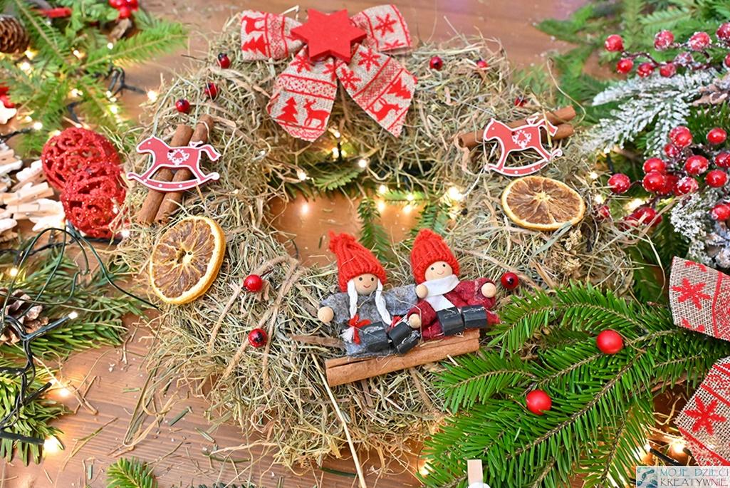 Jak zrobić wieniec świąteczny ze słomy, wianek bozonarodzeniowy na drzwi, wieniec na Boże Narodzenie DIY.