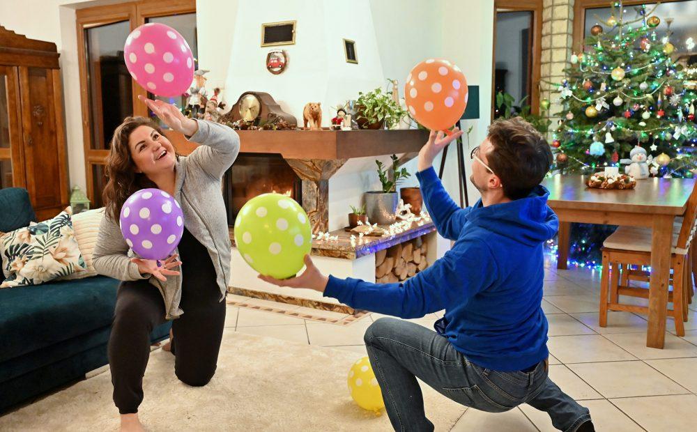 co robić gdy się nudzi, zabawy z balonami, kreatywne zabawy rodzinne, moje dzieci kreatywnie, zabawy w domu, co robić jak się nudzi w domu.