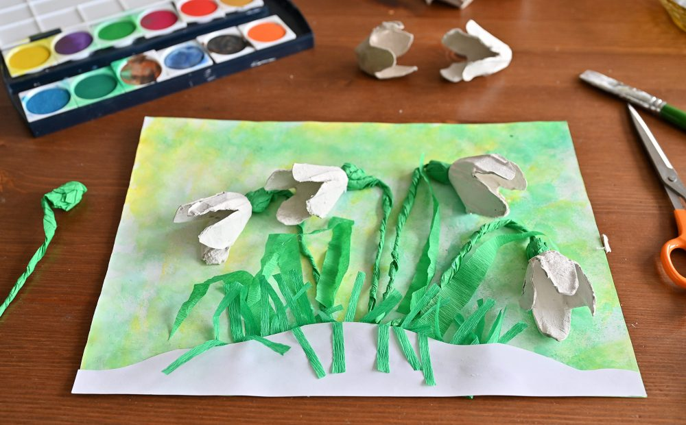 przebiśniegi praca plastyczna, kwiaty z wytłaczanek, wiosenne prace plastyczne, oznaki wiosny