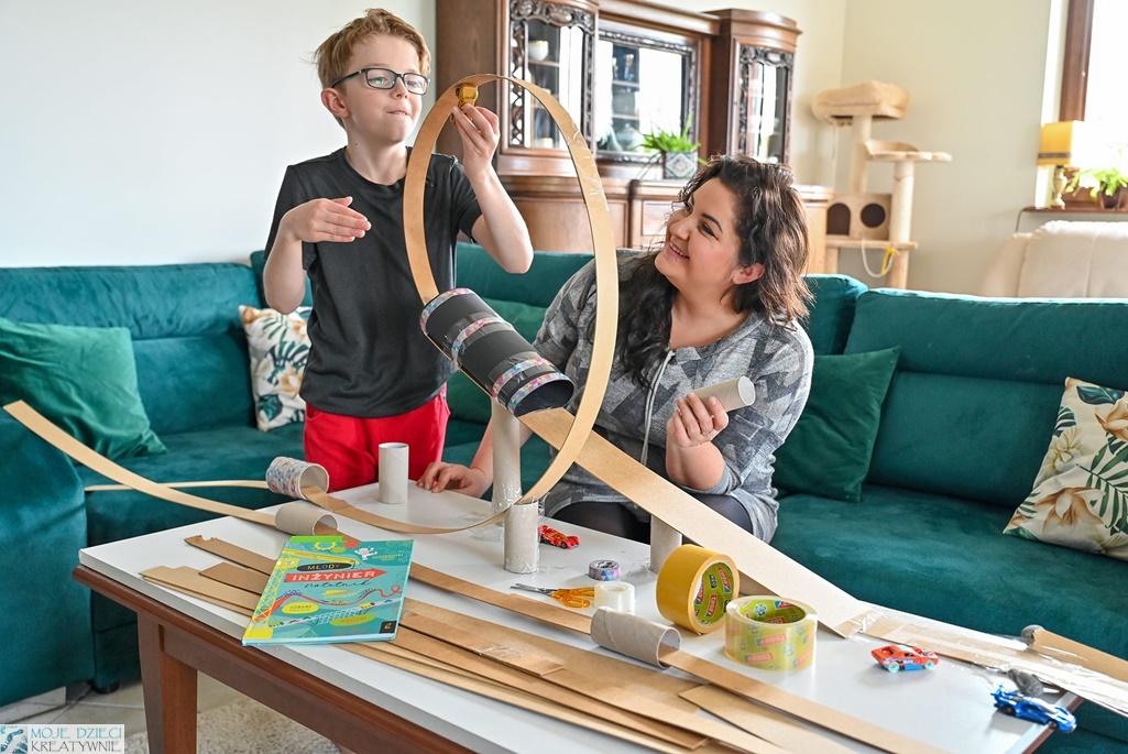 moje dzieci kreatywnie, kreatywne zabawy dla dzieci, edukacja domowa, zabawy konstrukcyjne, młody izynier, kulodrom