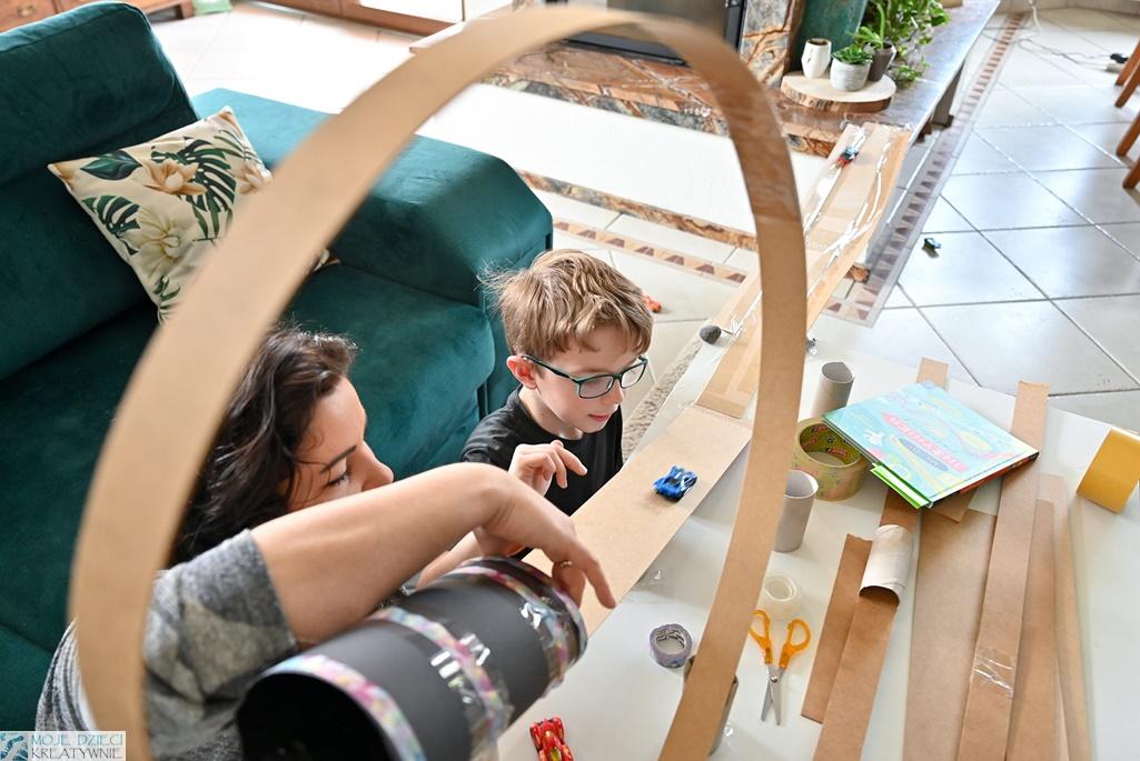 moje dzieci kreatywnie, budujemy kulodrom, kolejka górska