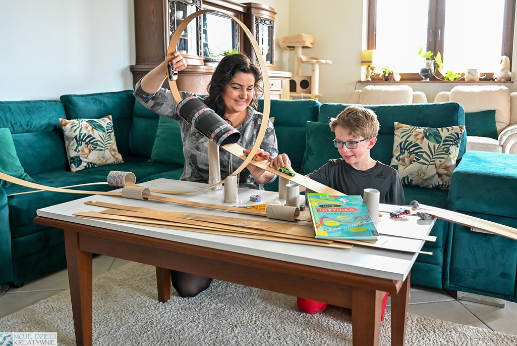 moje dzieci kreatywnie, zabawy kreatywne, zabawy z dziećmi z domu, zabawa z dzieckiem, co robić z dzieckiem w domu