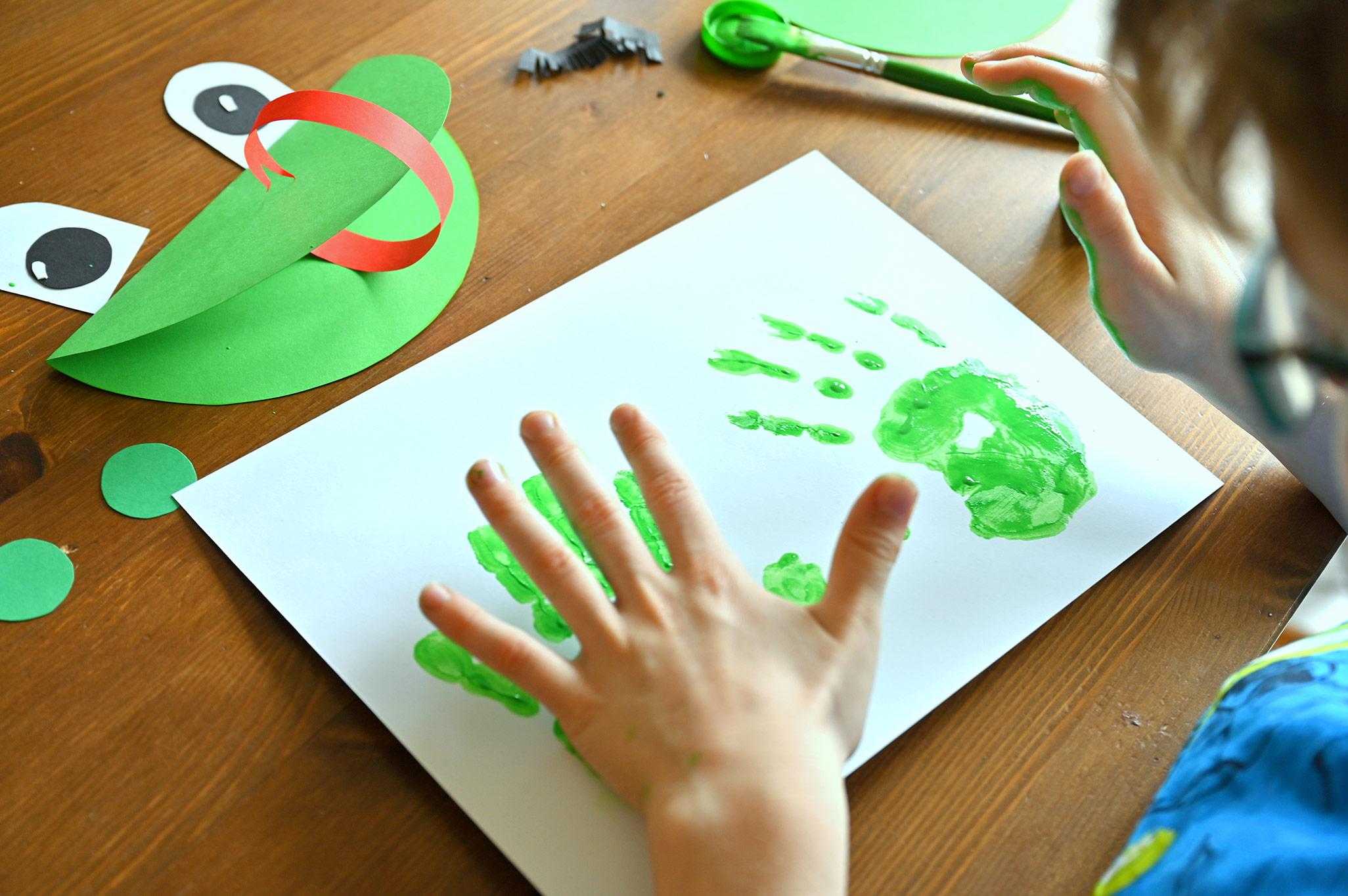 żaba z papieru jak zrobić, kreatywne prace plastyczne