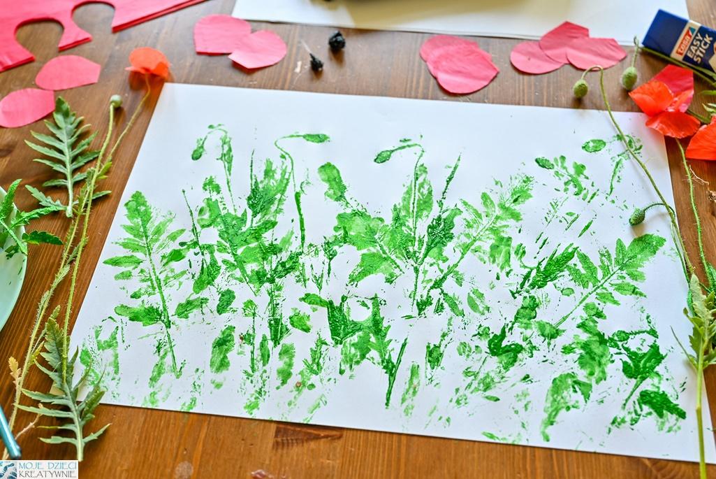 łaka praca plastyczna, odbijanie liści pomalowanych farbą