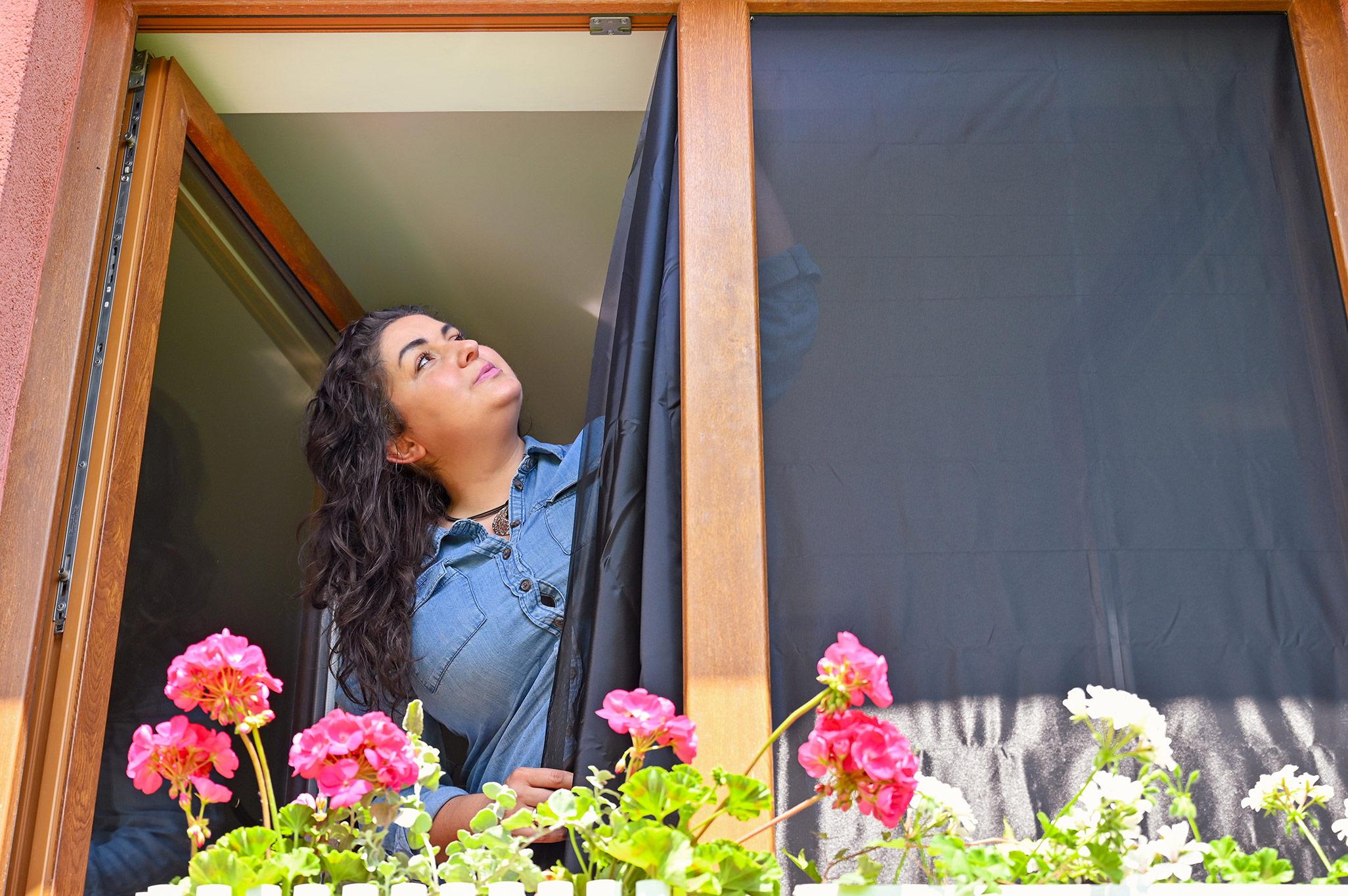 Moskitiera na okno, moskitiera z metra, moskitiera antyalergiczna, moskitiera samoprzylepna, montaż moskitiery