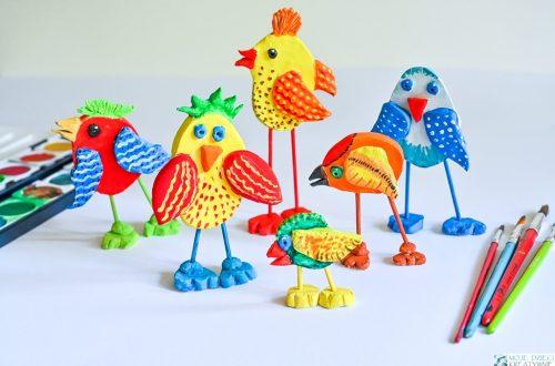 ptaki z gliny, ptak z masy solnej, jak ulepic ptaka, ciekawe pomysły na prace plastyczne