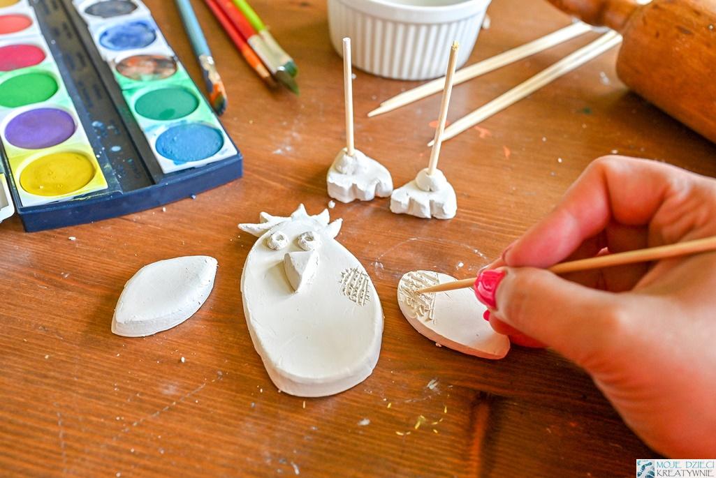 łączenie elementów z gliny samoutwardzalnej, sklejanie elementów z gliny samoutwardzalnej, moje dzieci kreatywnie, ewa wojtan
