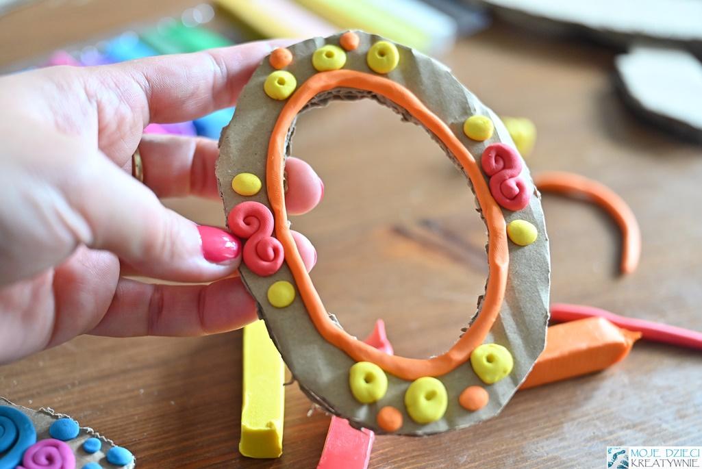 blogi z kreatywnymi zabawami dla dzieci, zabawy plastyczne, co można zrobić z plasteliny