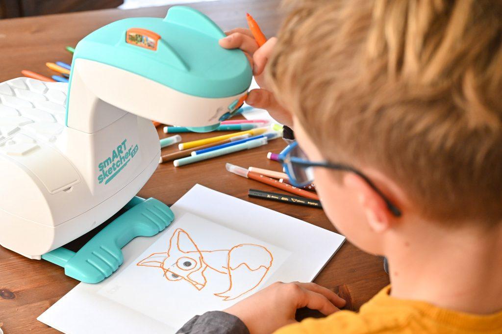 projektor do rysowania dla dzieci, smart sketcher 2.0, nauka rysowania z projektorem
