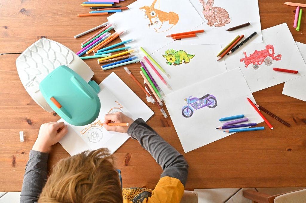 projektor do rysowania dla dzieci krok po kroku, smart sketcher, nauka rysowania dla dzieci, moje dzieci kreatywnie