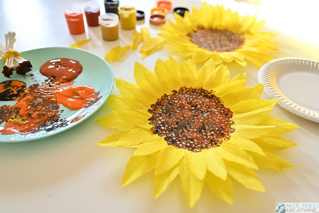 słoneczniki z papierowych talerzyków, prace plastyczne dla dzieci, pomysły na prace plastyczne w przedszkolu