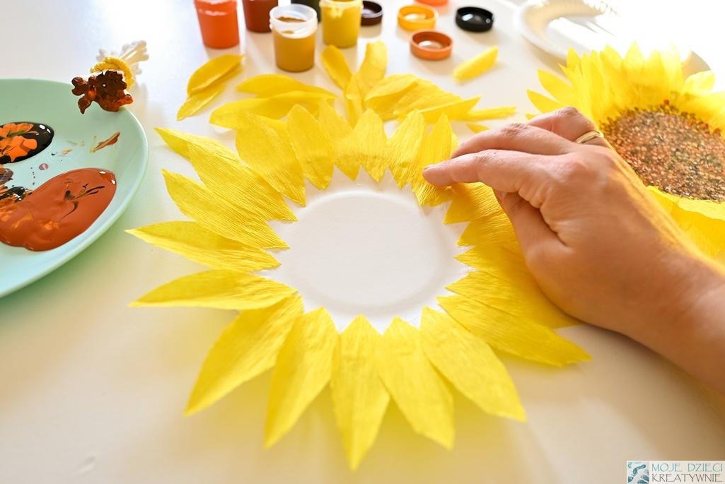 Słoneczniki z papierowych talerzyków, prace plastyczne z talerzyków, kwiat z papierowego talerzyka