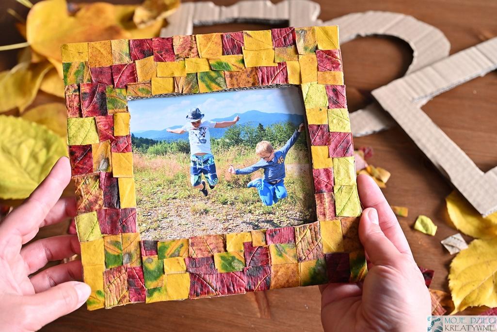 Ramka z jesiennych liści, ramka na zdjęcia DIY, zrób to sam. prace plastyczne z jesiennych liści
